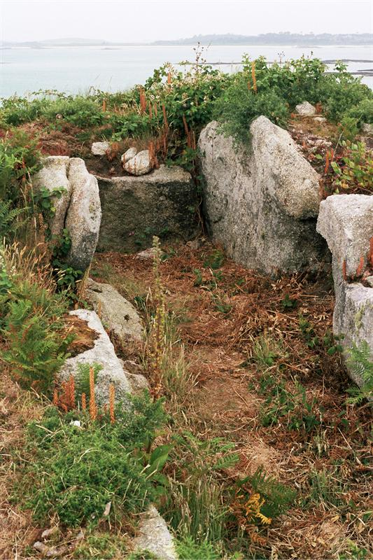 Ancient grave, Cruther Hill, St Martin's