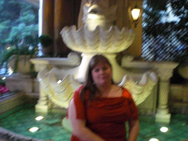 Me @ Bellagio entrance fountain