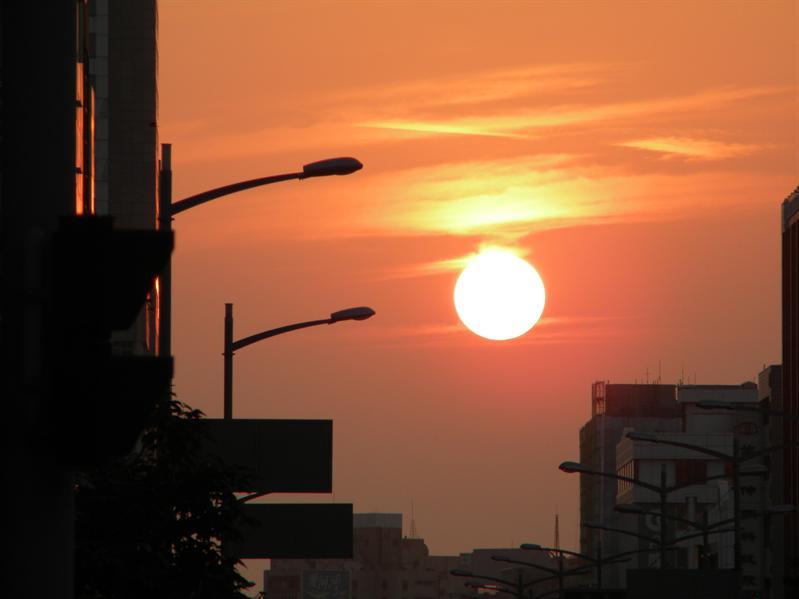 高雄街上看日落