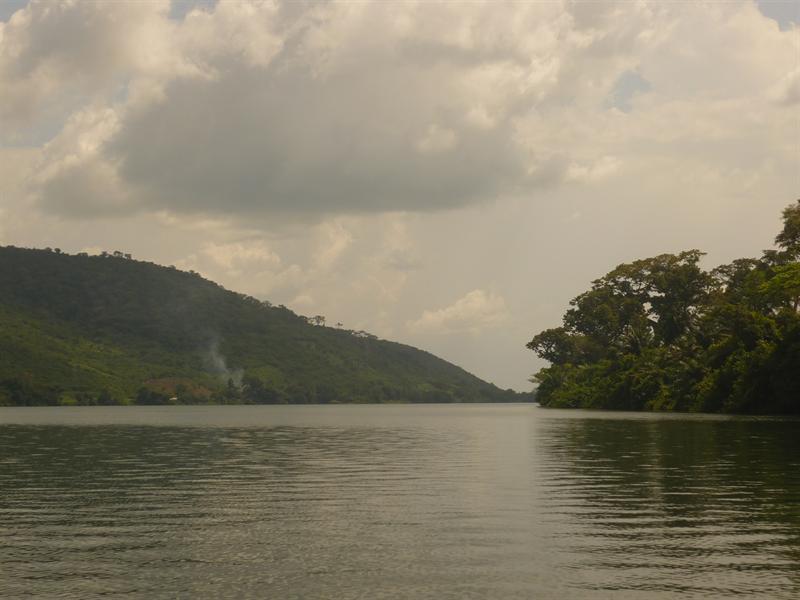 Akosombo - auf dem Volta