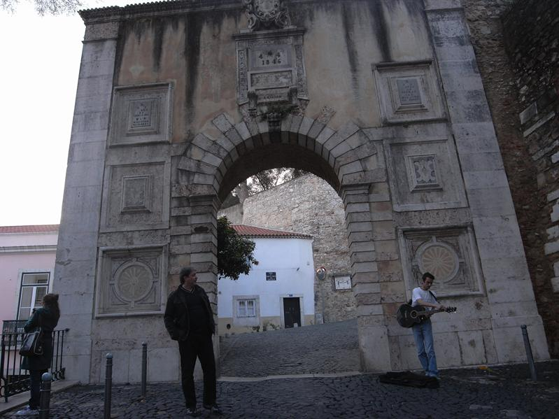entrance to castelo de sao jorge