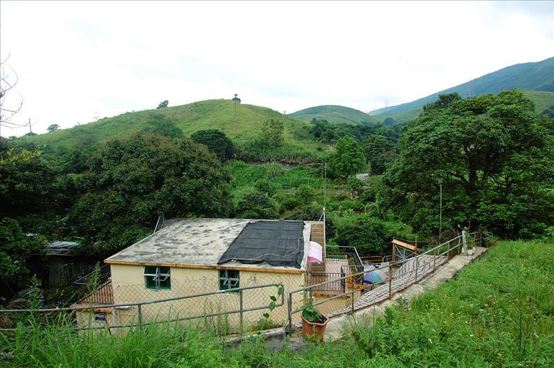 村屋旁小徑登山