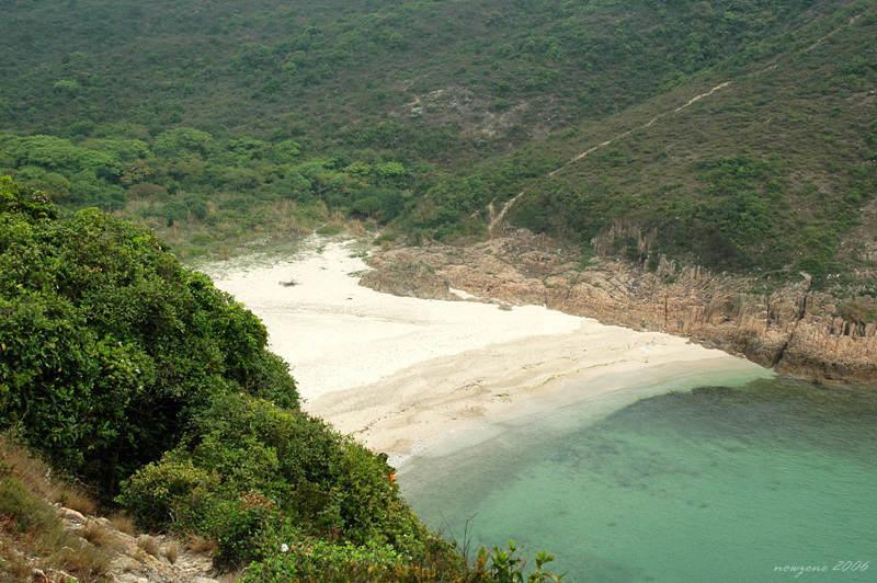 依小徑直接攀下浪茄仔沙灘