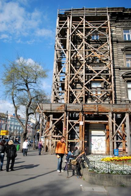 Budapest style scaffolding