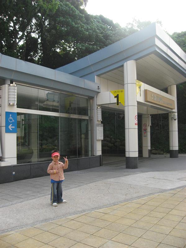 搭捷運前往台北車站集合去