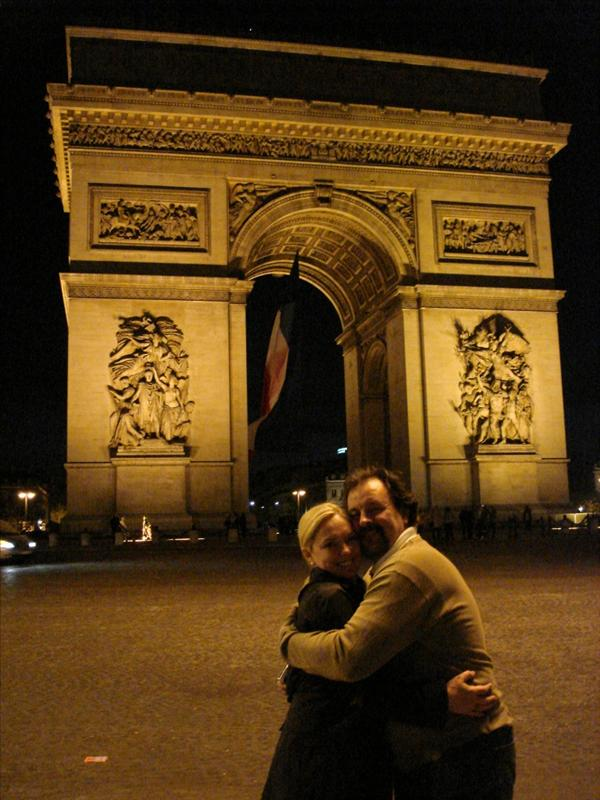 Jen & Dan at the Arc De Triomphe