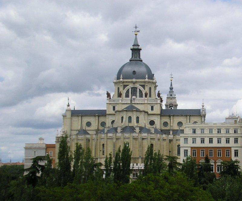Almudena Cathedral, outside ....