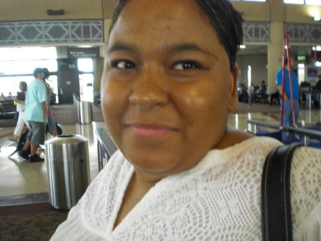 Nikki @ Sky Harbor, cooperating with me for photo