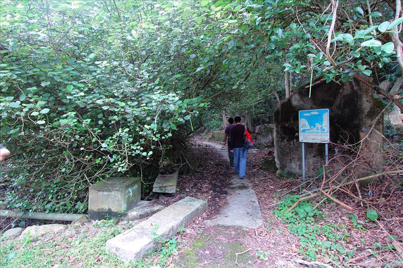 穿赤徑村轉入右邊小路