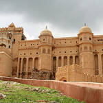 palace-on-wheels-amber-fort.jpg