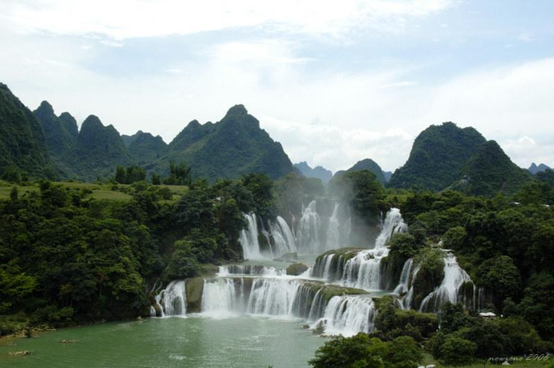 Detian Transnational Waterfall is the largest waterfall in Asia, and the second largest transnational waterfall in the world