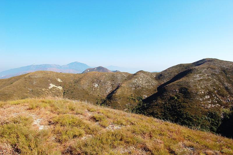 白燕岩望南山