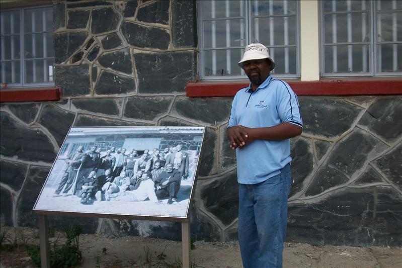 Our guide, an old prisonner / Notre guide, un ancien détenu