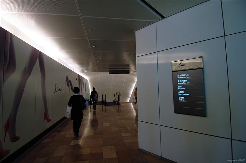 金鐘地鐵站沿隧道往太古廣場第三期出口Admiralty MTR Station Pacific Place 3 exit