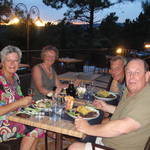 Met Pieter en Anita bij het restaurant van camping La garenne in Bédoin