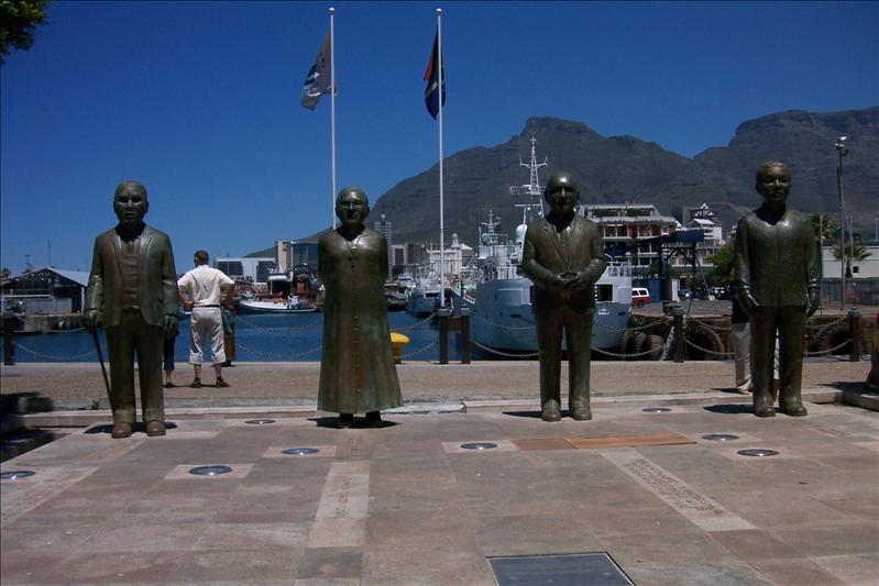 Nobel Square (statues représentant les prix nobel de la paix sud-africain dont font partis Desmond Tutu et Nelson Mandela)