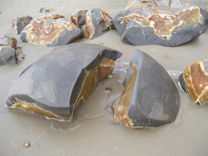 A broken Moeraki boulder