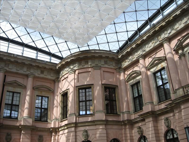 Deutsches Historisches Museum, Inside/Outside design