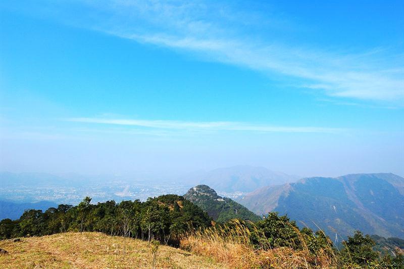 回望觀音山、大刀屻山脈及後方的錦田八鄉