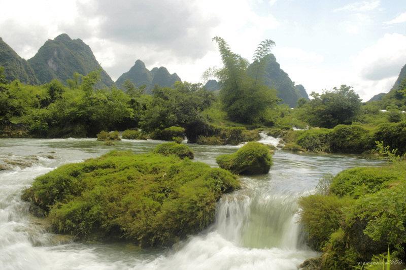Upper Stream of Waterfall 瀑布上游
