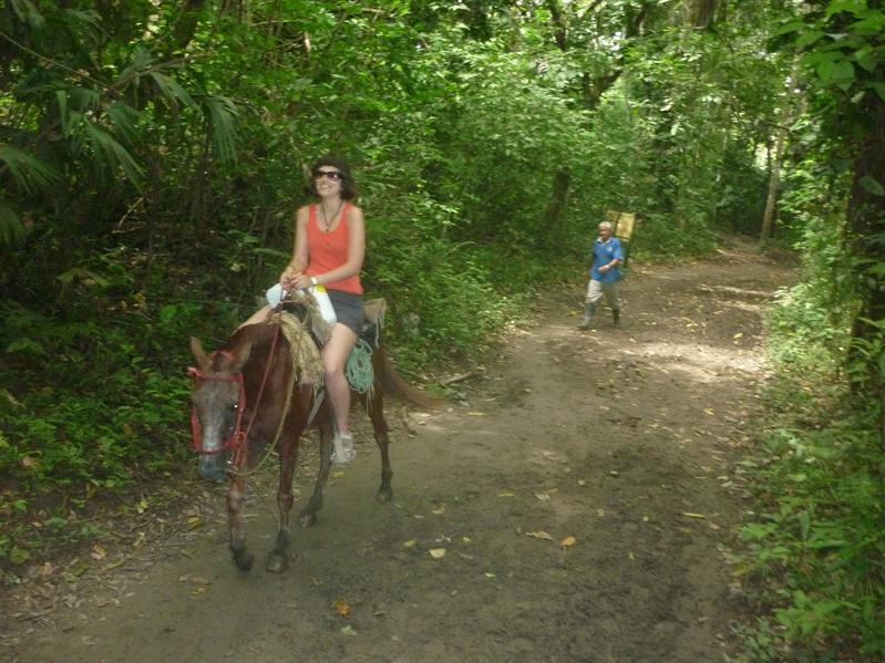 Horse riding into the parque...