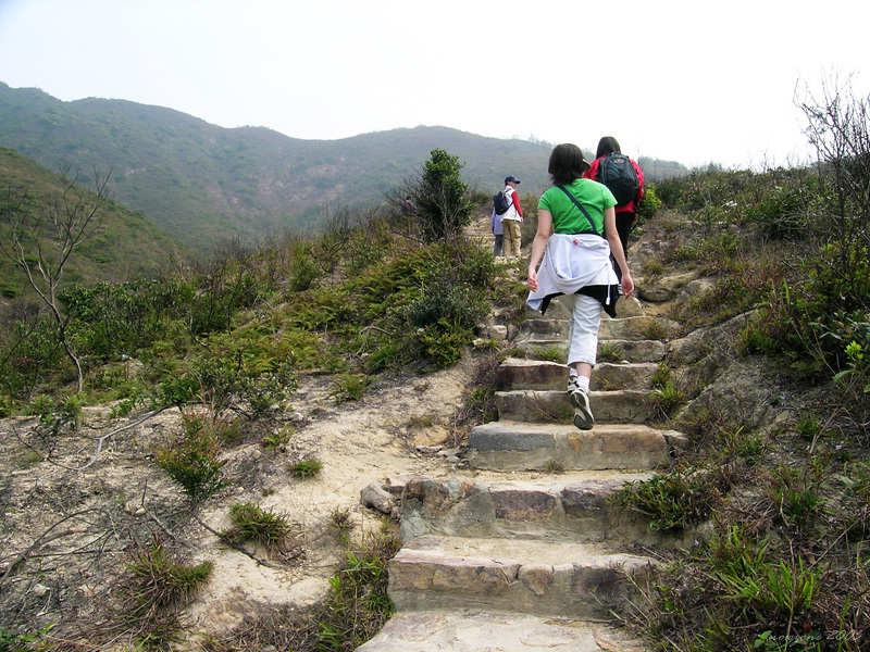 a steep ascent to Sai Wan Shan 西灣山