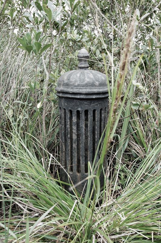 已荒廢配水庫頂的舊式排氣口 old exhaust vent