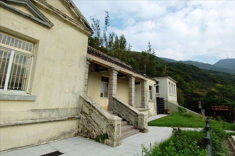 Former Watchman's Cottage (presently Pok Fu Lam Management Centre) 前看守員房舍 (現時為薄扶林管理中心) (1860-1863)