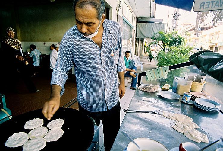 ร้านมุสลิม ที่ตัวเมืองกระบี่ โรตีเด็ดมากครับ