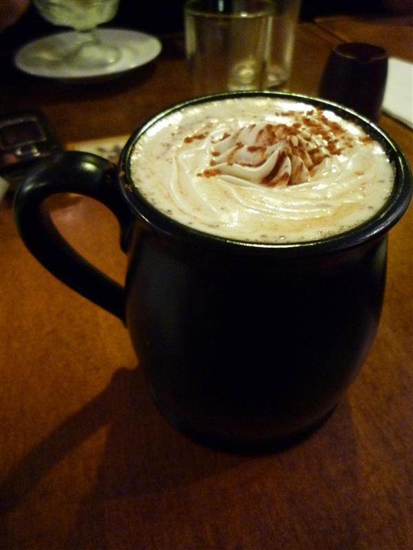 0015我的馬薩拉奶茶 喝起來有肉桂 和似薄和香料味 喝完超撐的.jpg