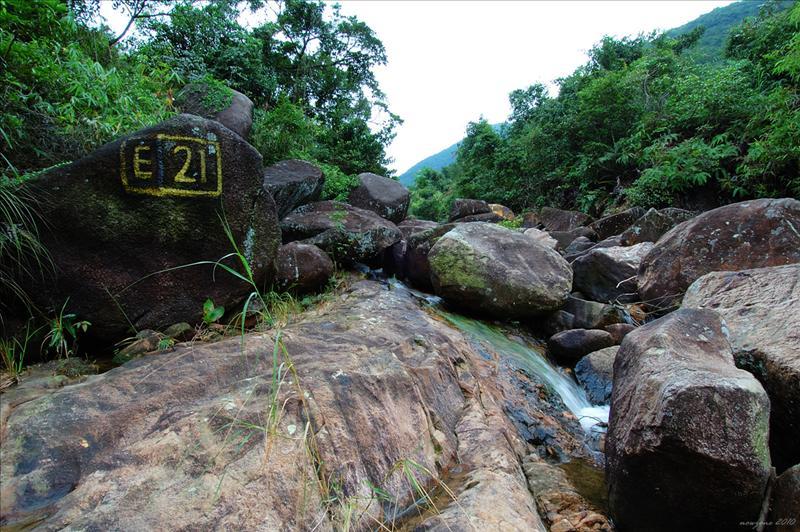 小馬東左坑(E21)