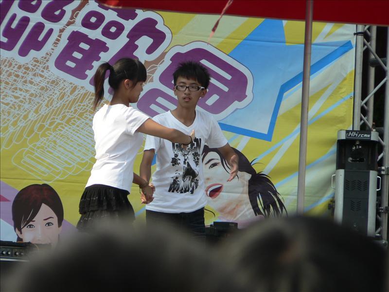 227跟連同學跳舞欸