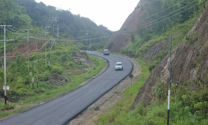 "The famous ""Kelok 9"" road from Riau Province to Bukit Tinggi (West Sumatera Province)"