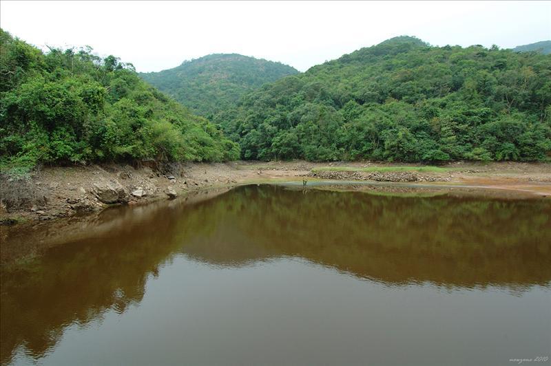 紅石門水塘(焦頭坑水塘)為供應食水給吉澳居民而建造的水庫