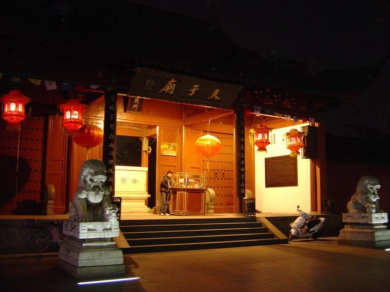 """Nanjing """"Confucius Temple"""" (夫 子 廟 ) at night"""