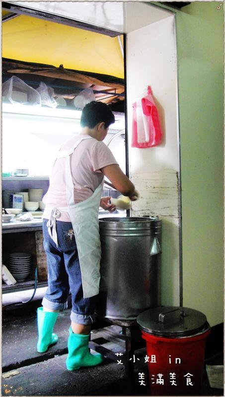 很傳統的白飯容器