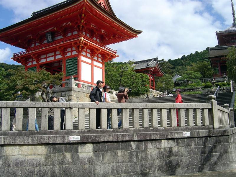 KIYOMIZU Temple (音羽 山之清水寺) in KYOTO (京都).
