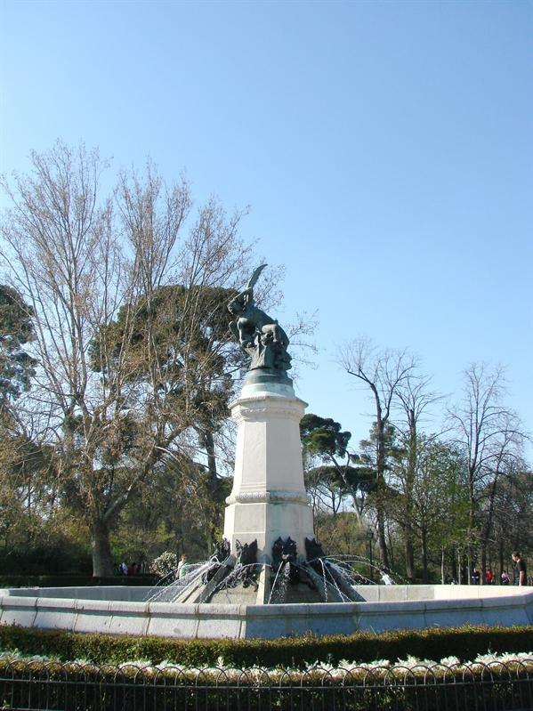 Statue of Fallen Lucifer in Parc del retiro