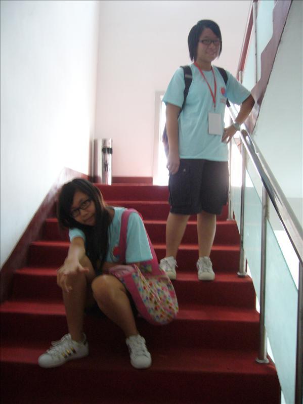樓梯上拍照