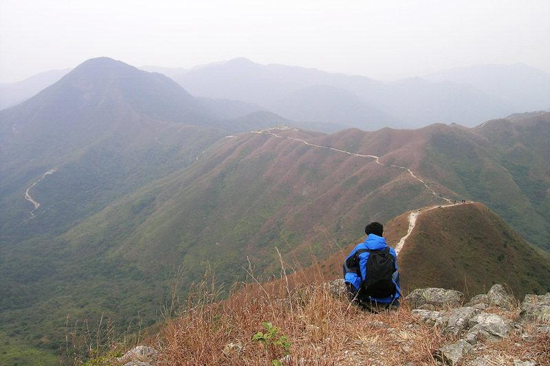 The pyramid-shaped peak of Tai Mun Shan juts 370 metres into the sky 遠眺大蚊山
