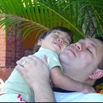 Giovanni mit seinem Daddy - Giovanni édesapjával