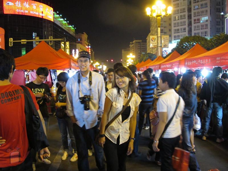 walking around the night market at the last day of Guilin ( 桂 林 )