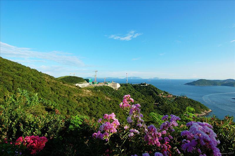 遠眺海洋公園的過山車景色、南望南海及遠處的擔杆列島