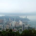 紅香爐峰望多雲有雨的維港景色