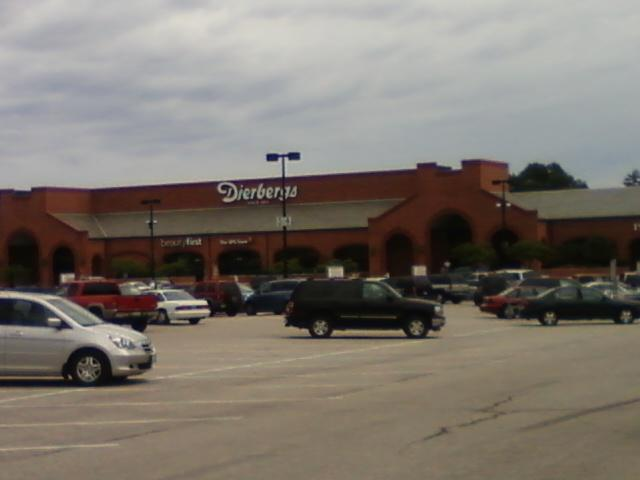 Dierberg's Plaza is a grocery store chain which dominates this strip mall