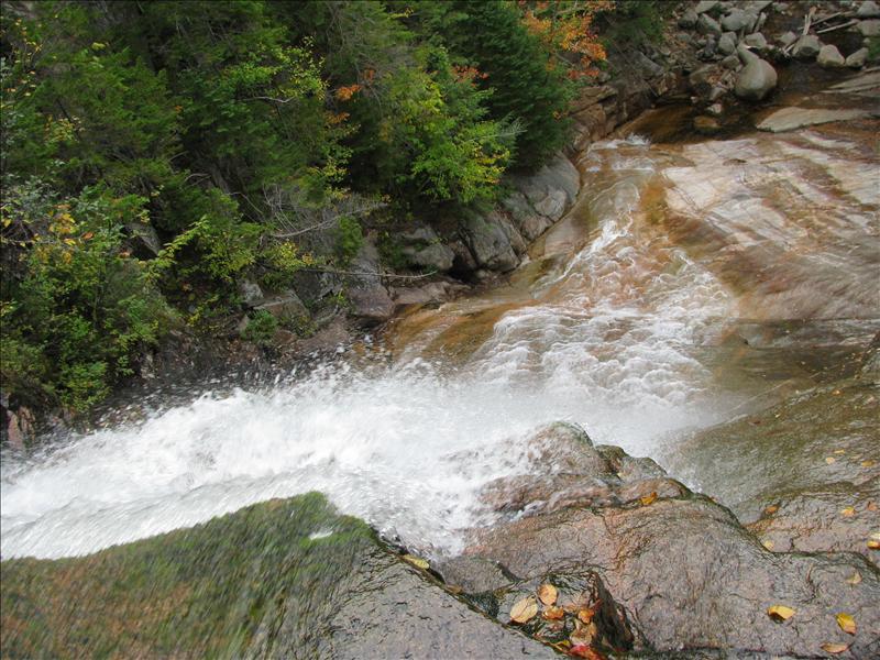 watervalletje van boven gezien