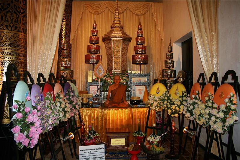 Paying tribute to the Chief Regional Monk