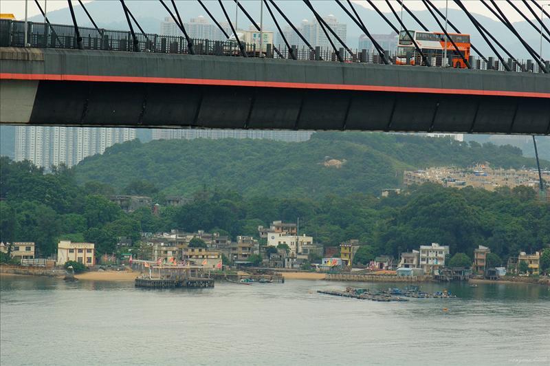 汲水門大橋下的馬灣村