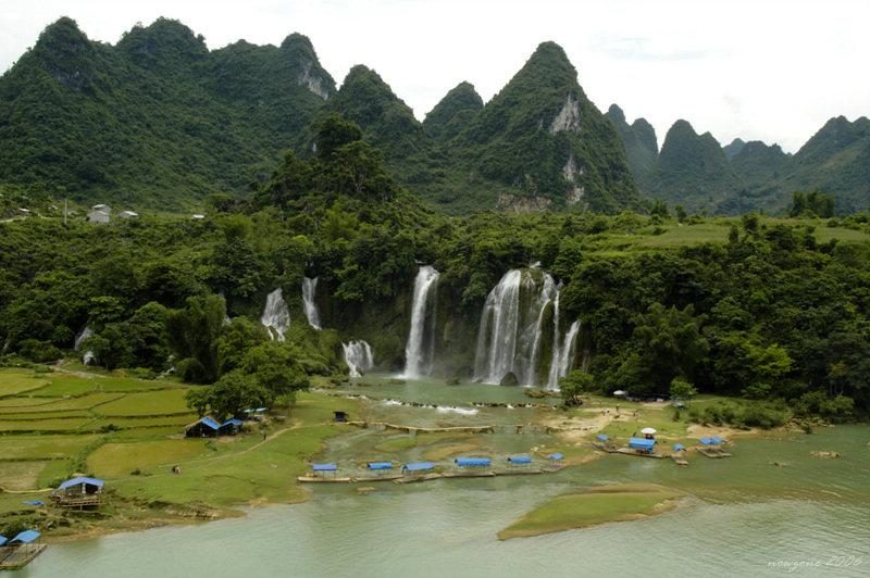 Banyue Waterfall of Vietnam板約瀑布(越南北部同登省)