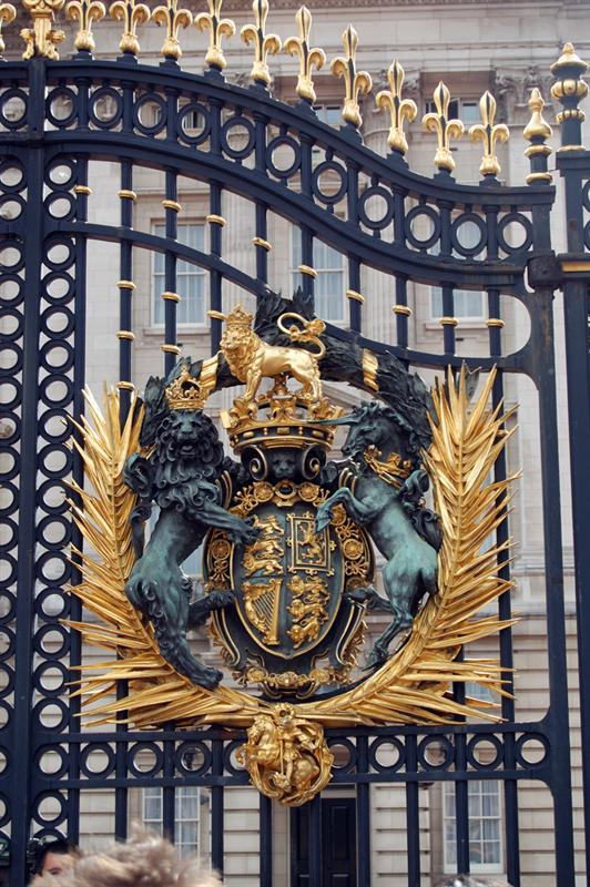 Buckingham Palace: Gates